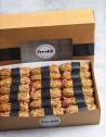 Box de 18 unidades de flautas crujientes hechas con pan burbuja de cereales con tomate, jamón ibérico y aceite de oliva virgen.