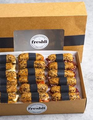Box 18 uni. Selección variada de mini flautas: jamón Ibérico, queso y atún