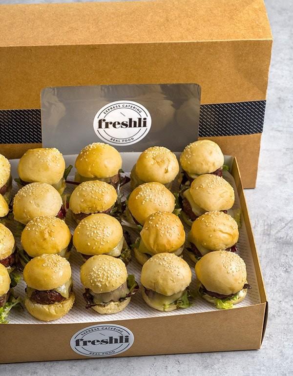 Box de 20 unidades de mini burgers de ternera Rubia Gallega con cebolla caramelizada y pan blanco
