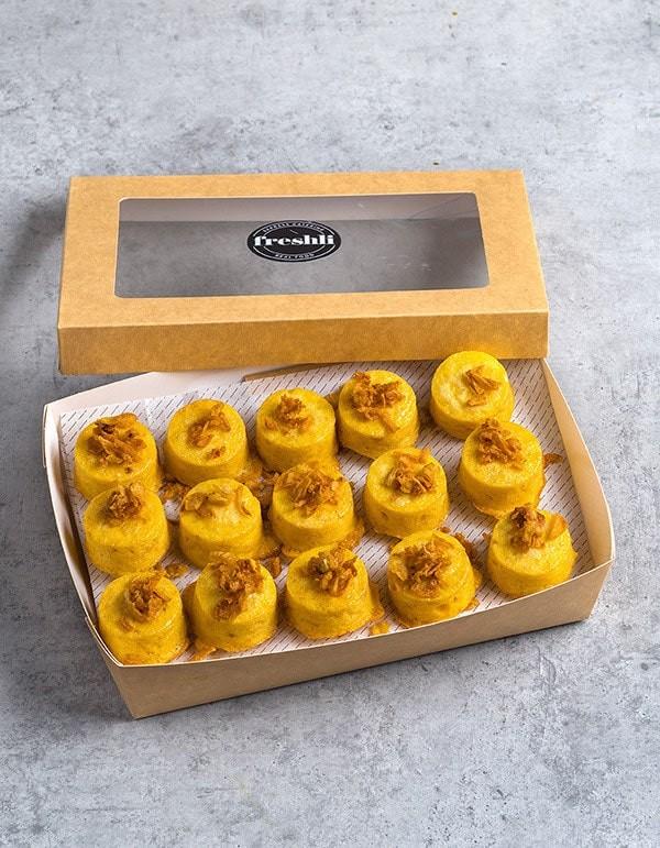 Box de 15 unidades de mini pastelitos de tortilla de patatas y cristal de cebolla.