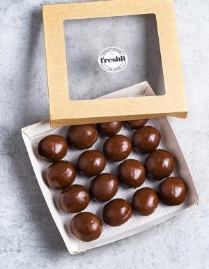 Box de 16 unidades de Pop Dots tiernos y esponjosos cubiertos de una fina y crujiente capa de chocolate.